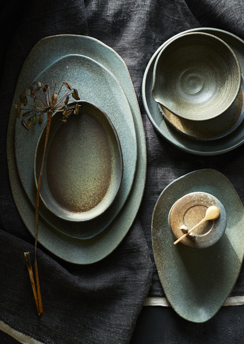 organische en ronde vormen servies Keramiek Atelier Marjoke de Heer (photografie Saskia van Osnabrugge - Styling Maaike Koorman)