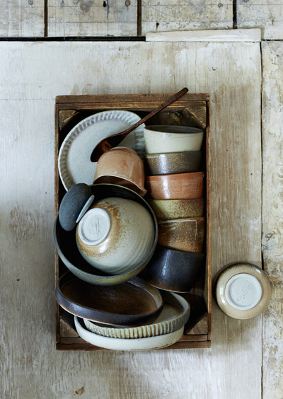 wheelthrown tableware all kind of terra - Marjoke de Heer (fotografie Saskia van Osnabrugge - styling Maaike Koorman)