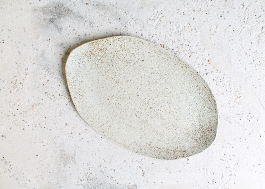 organic shaped plates in shades of white Marjoke de Heer