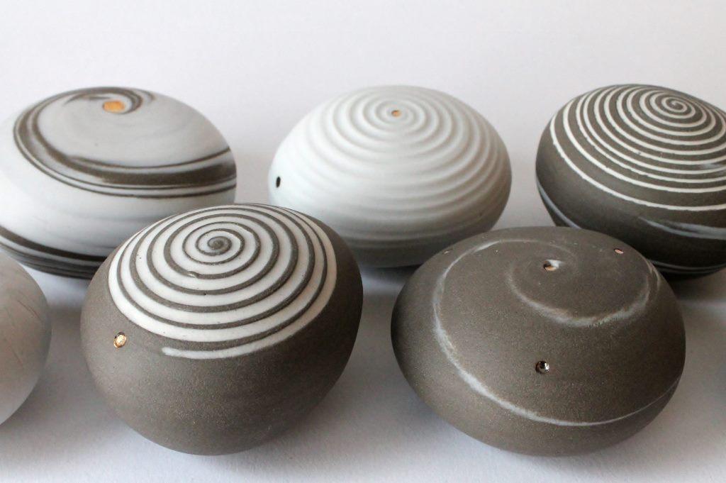 pebble urns klein