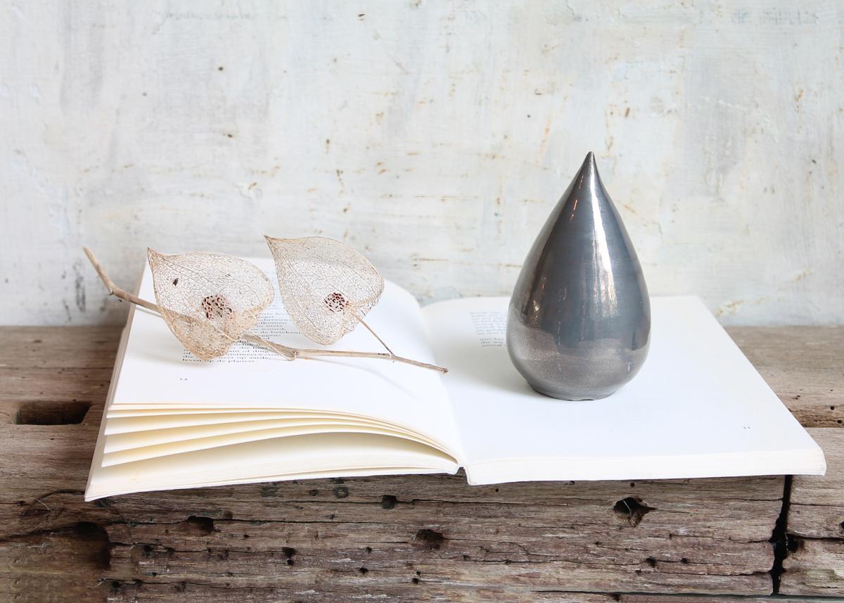 Mini urn Grey tear - Marjoke de Heer Keramiek Atelier