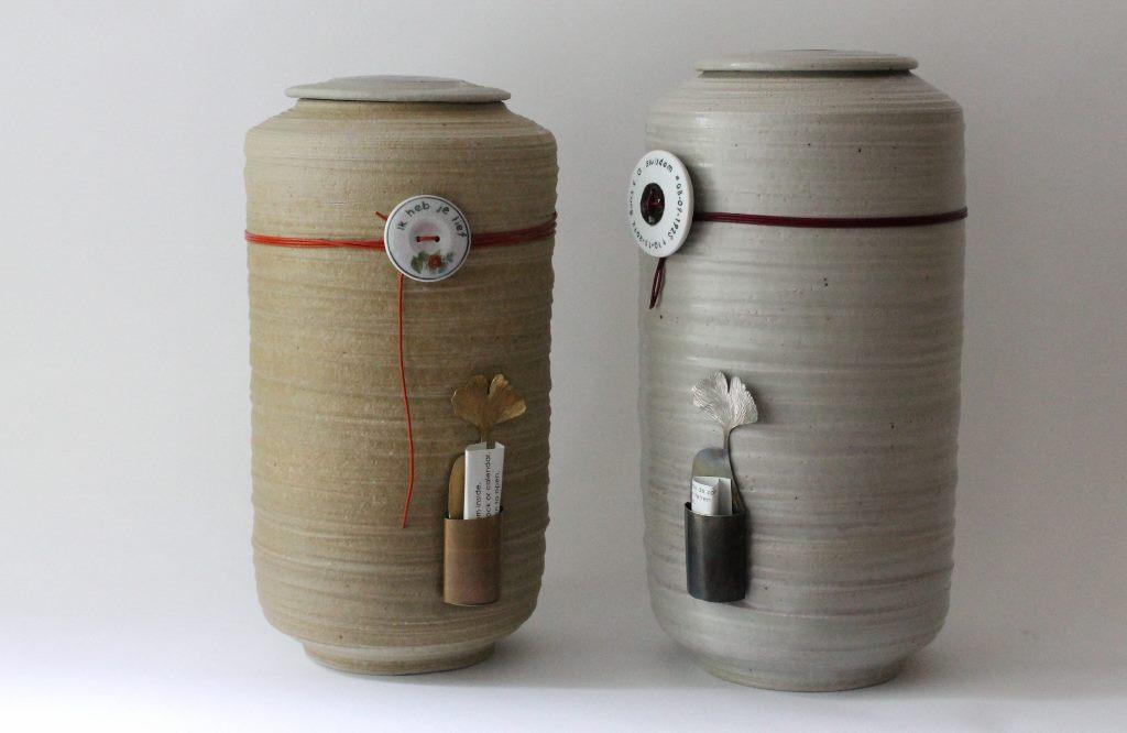 urn met tekstknoop en memorykeeper
