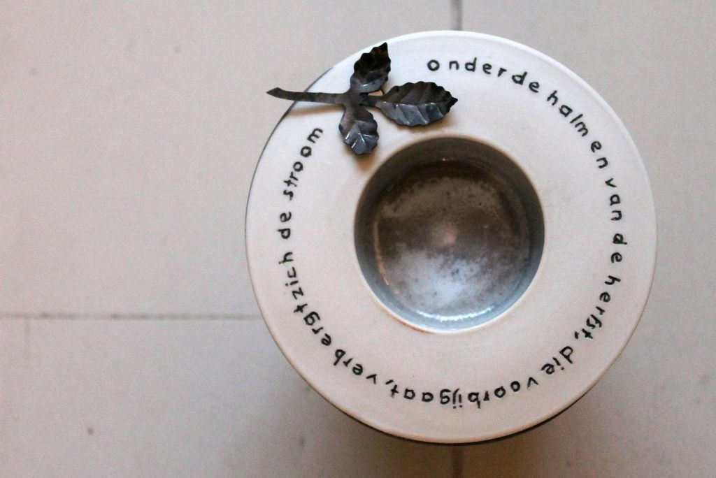 mini urn zwart-wit met tekst