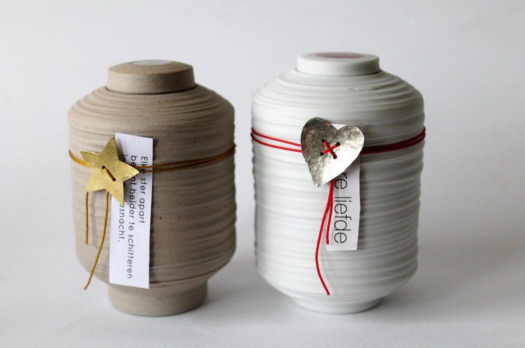 mini urn met knoopje van zilver of messing