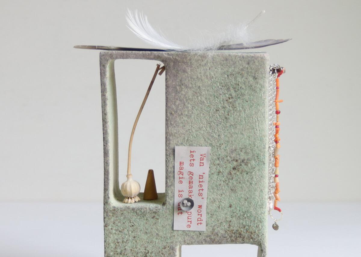 Little altar green wealth - Marjoke de Heer Keramiek Atelier