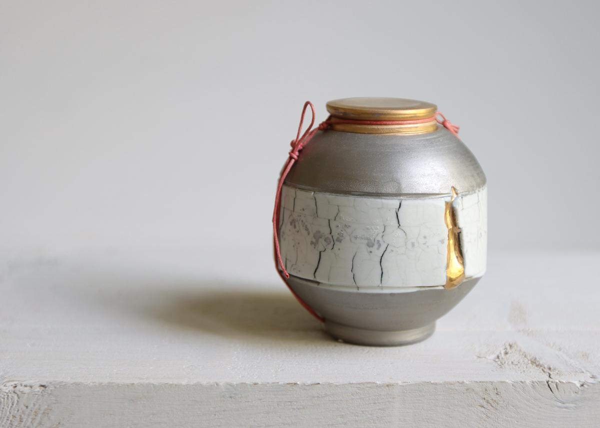 Mini urn Golden tear - Marjoke de Heer Keramiek Atelier