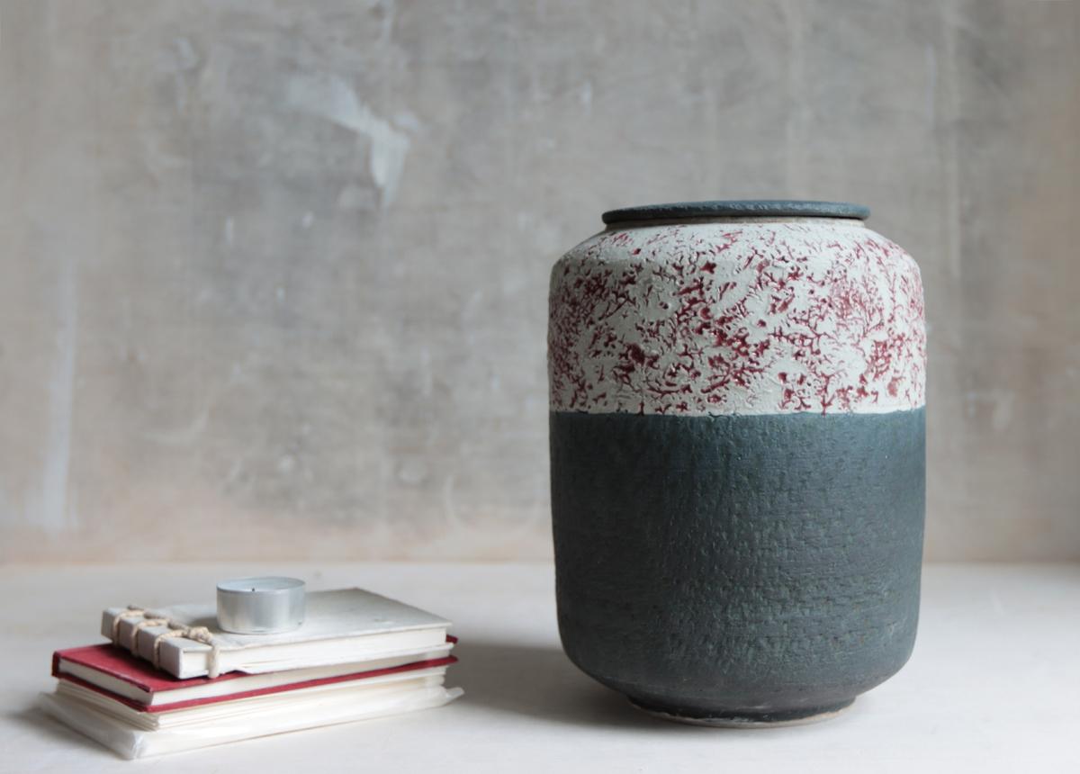 Urn blossom in the night - Marjoke de Heer Keramiek Atelier