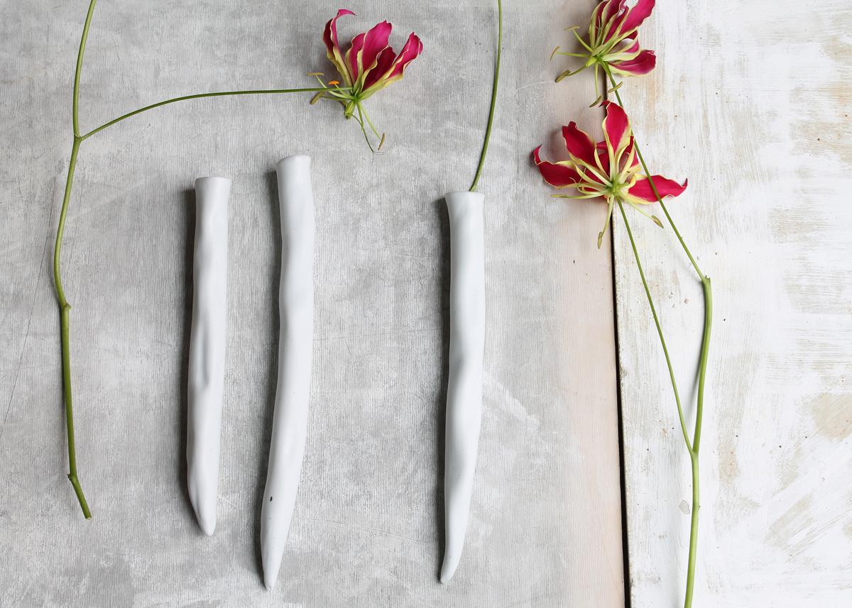 3 muurvaasjes organic shaped porcelain - Marjoke de Heer Keramiek Atelier
