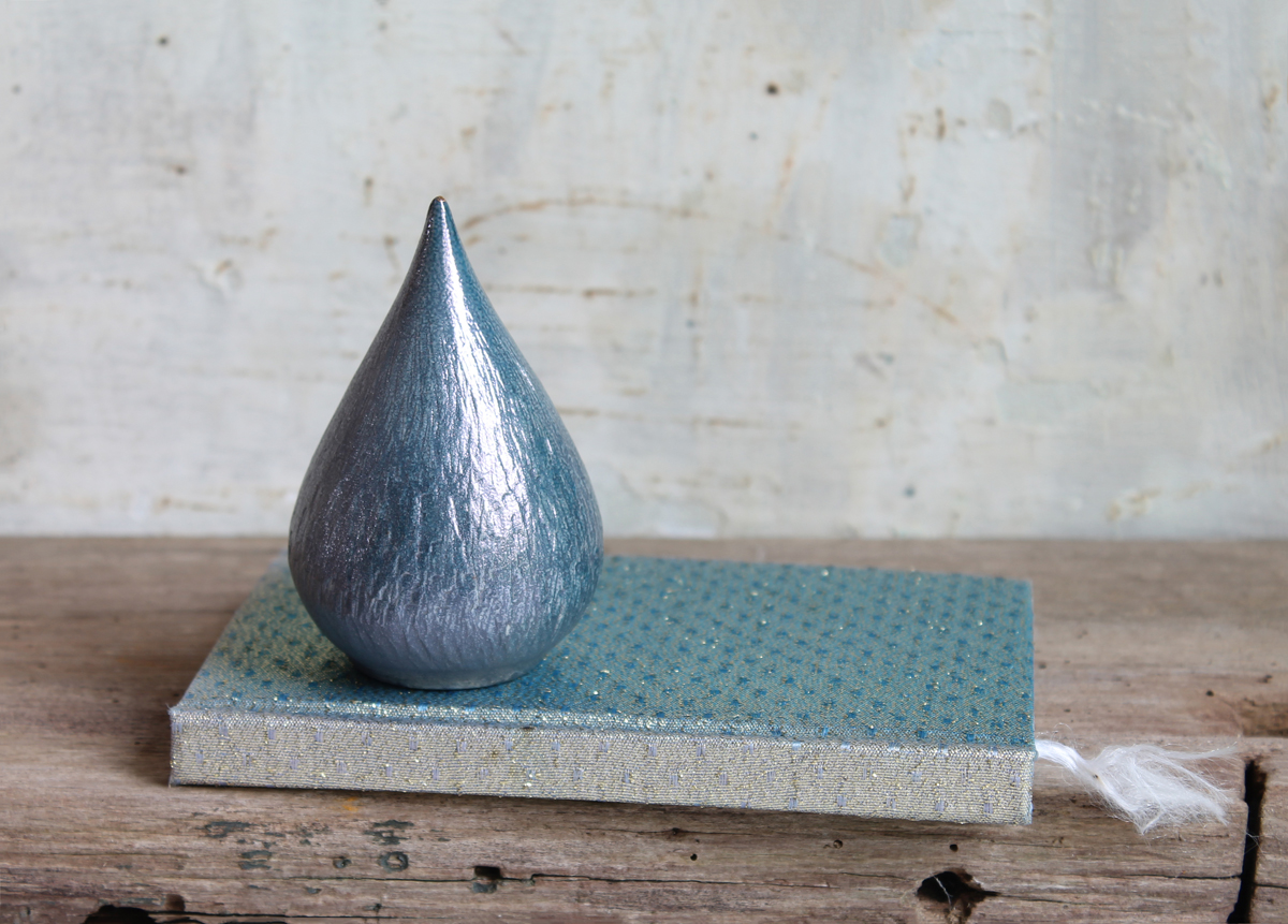 Mini urn A drop in shiny blue for you - Marjoke de Heer Keramiek Atelier