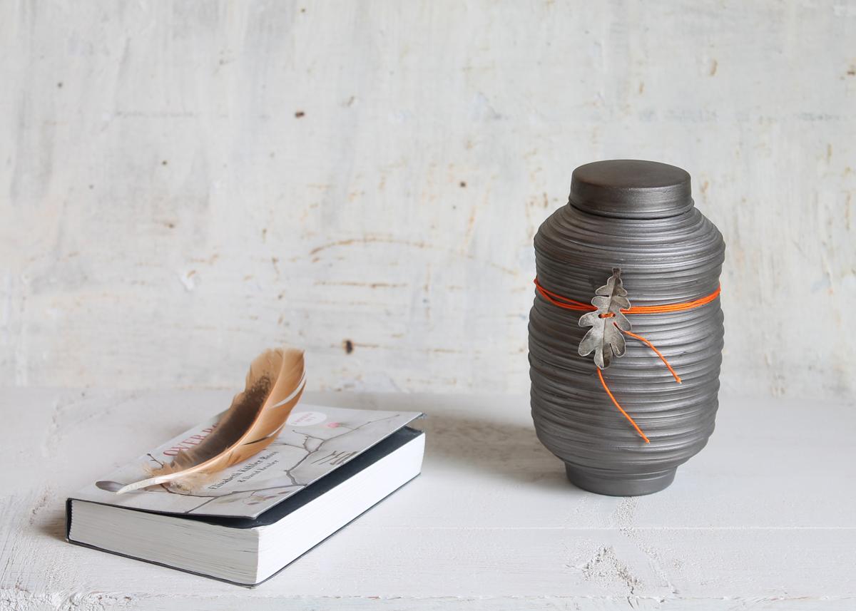 Mini urn My leaf - Marjoke de Heer Keramiek Atelier
