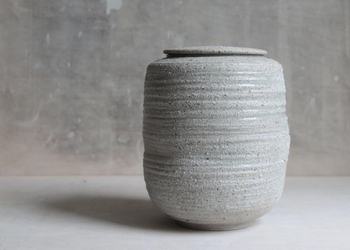 Urn white sands - Marjoke de Heer Keramiek Atelier